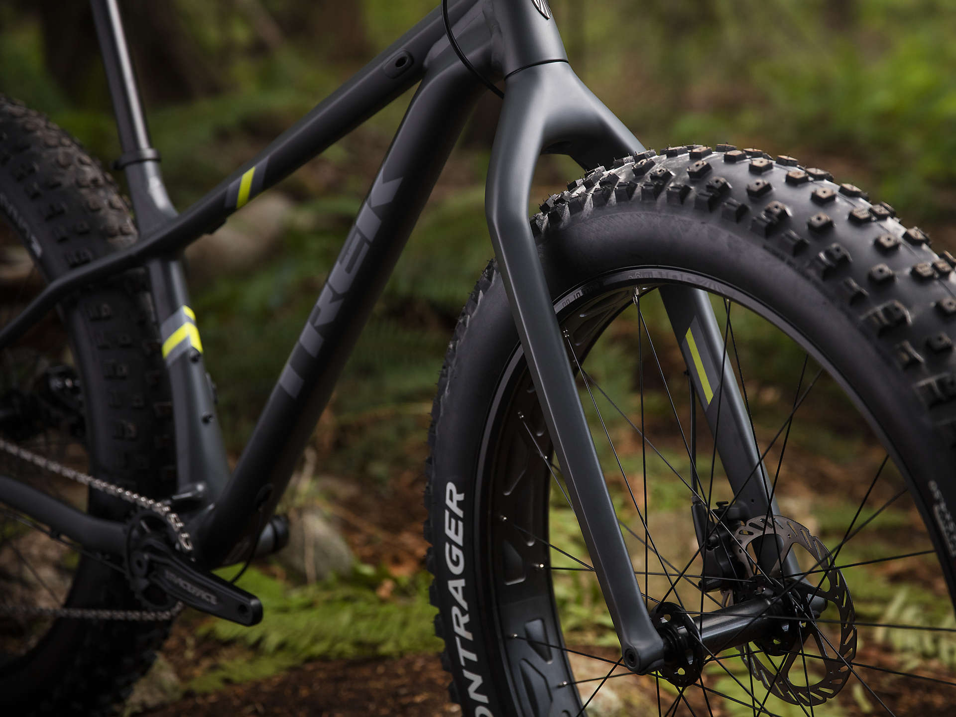 ac173356d26 The 2019 Trek Farley 5 is a rigid aluminium fat bike that rolls over snow,  sand, roots, and rocks with the stability and traction of a monster truck  on ...